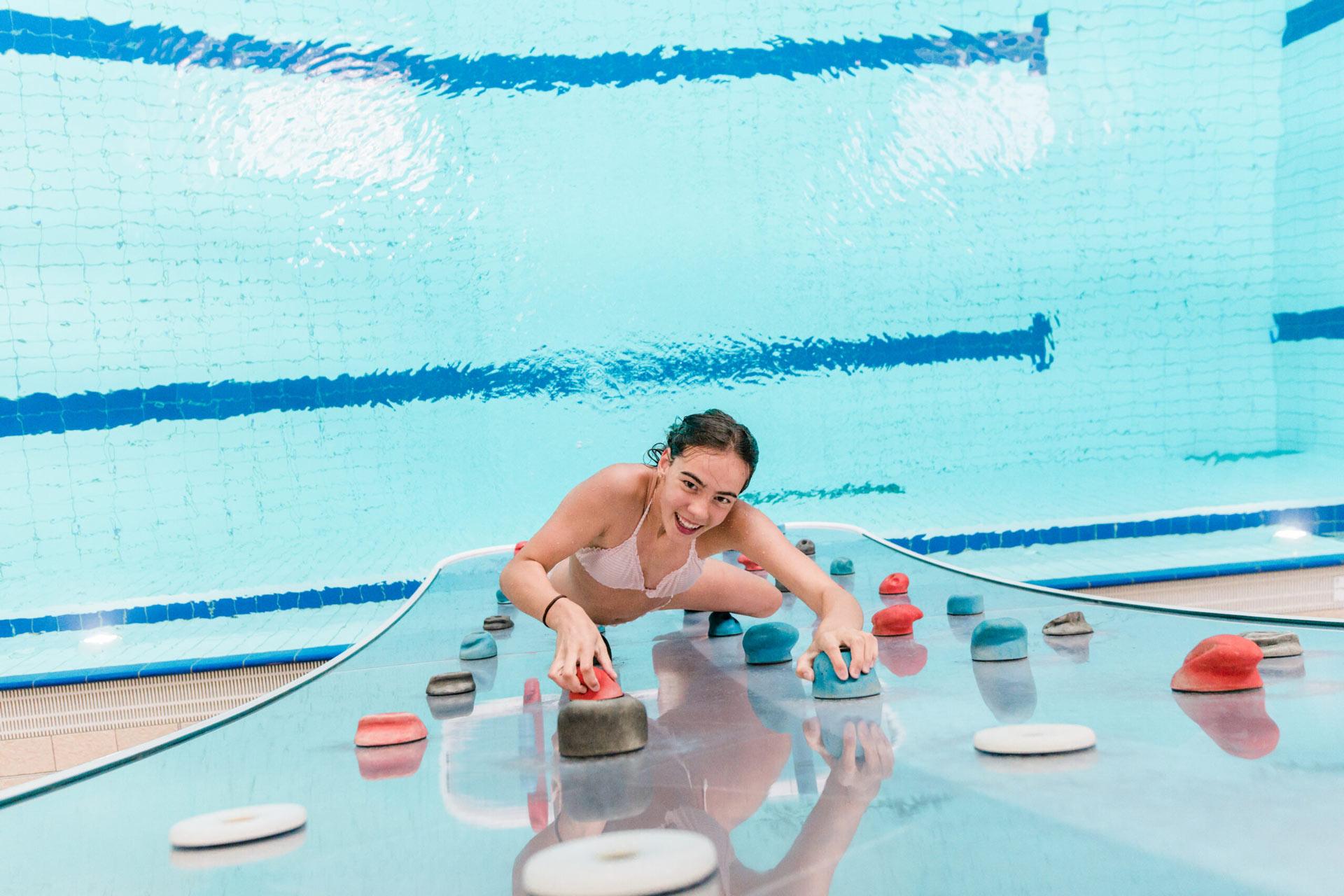 Wasserkletterwand Therme Amade im Wellnessurlaub